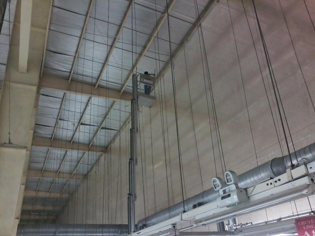 quét bụi trần nhà xưởng