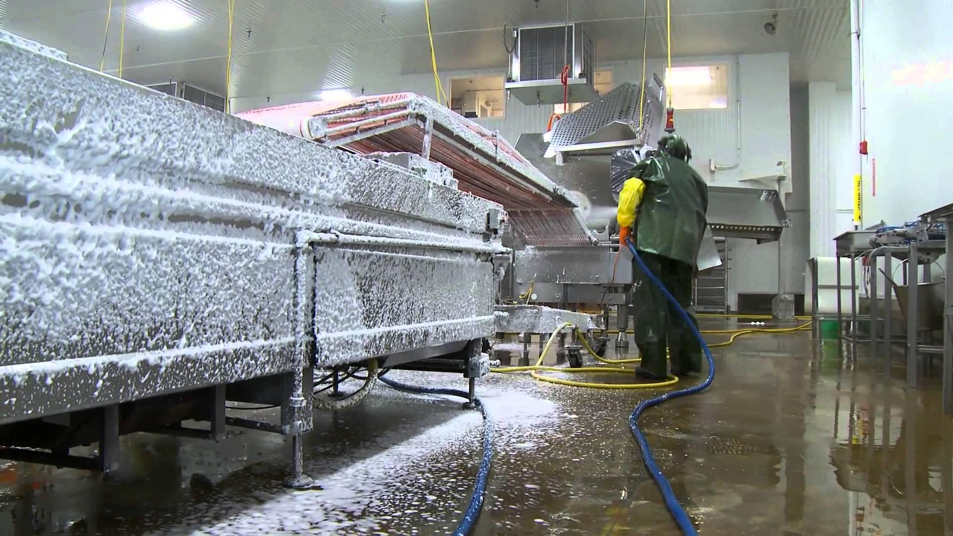 Vệ sinh nhà máy nhà xưởng bằng hóa chất