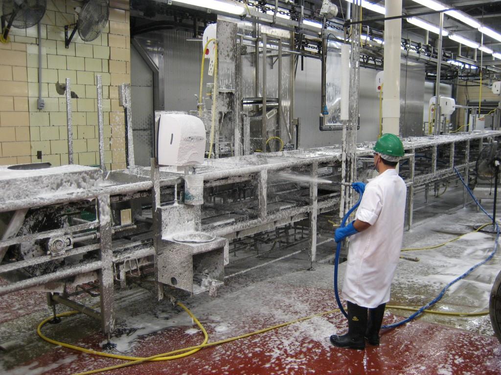 vệ sinh máy móc nhà xưởng