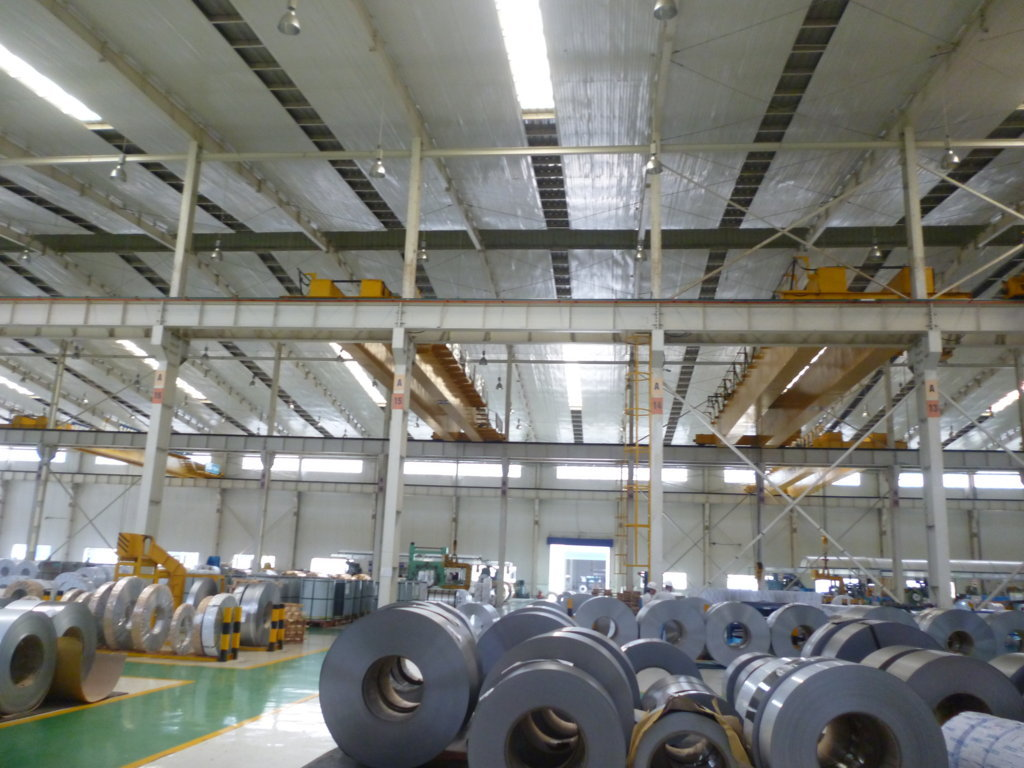 Xưởng sản xuất ống kim loại tại Bình Dương